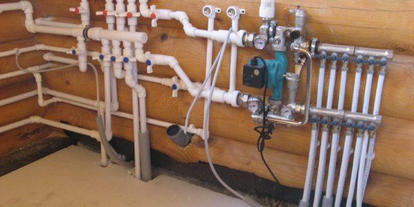 монтаж системы водоснабжения в загородном доме Пильня