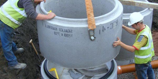montazh-kanalizacionnyh-kolodcev v tonkino